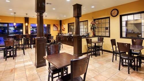 Best Western Plus DFW Airport Suites Photo