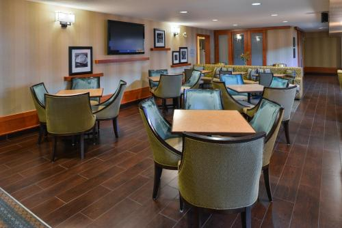 Hampton Inn & Suites by Hilton Calgary University NW Photo