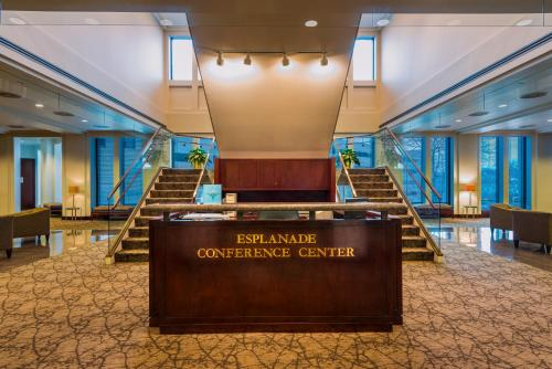 DoubleTree Suites by Hilton Hotel & Conference Center Chicago-Downers Grove Photo