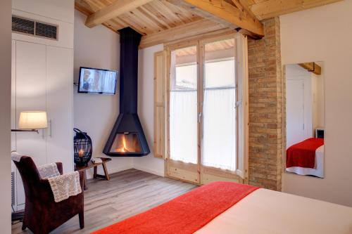 Deluxe Double Room with Fireplace Hotel La Freixera 1