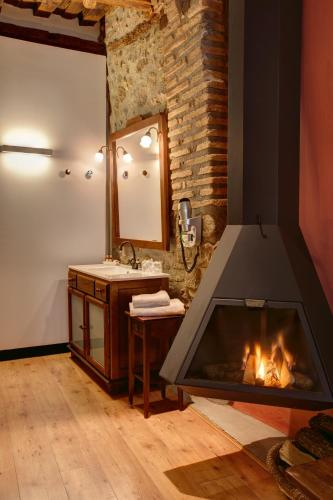 Deluxe Double Room with Fireplace Hotel La Freixera 3