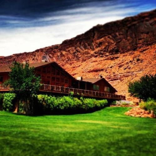 Red Cliffs Lodge Photo