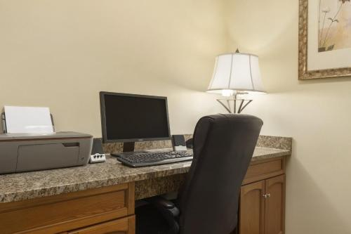 Country Inn & Suites by Carlson - Moline Airport Photo