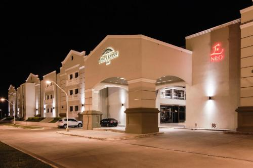 Howard Johnson Hotel & Casino Photo