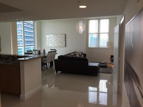 Luxury Apartments in One Broadway by LYX Suites Photo