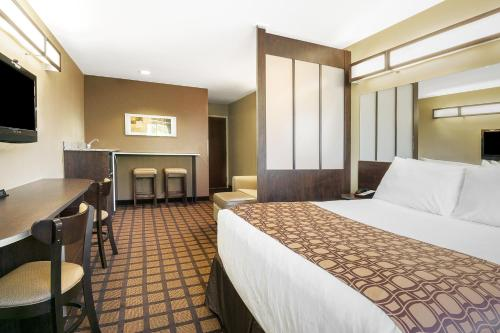 Microtel Inn & Suites by Wyndham Austin Airport photo 6