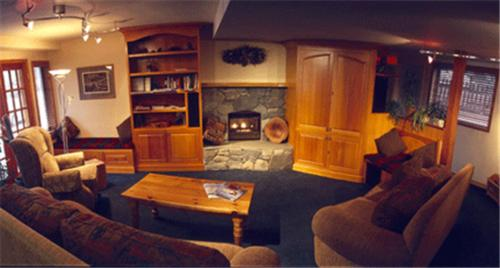 Cedar Springs Bed And Breakfast Lodge Whistler Bc