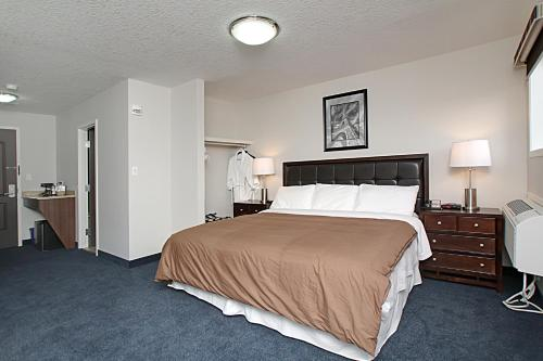 Alberta Inn & Suites Photo