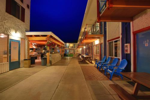 Bowmont Motel Photo