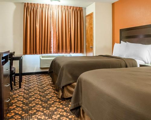 Econo Lodge Inn & Suites Santa Fe Photo