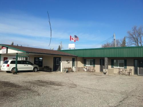 Maple Leaf Motel Emerson Photo
