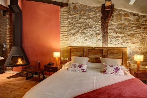 Deluxe Double Room with Fireplace Hotel La Freixera 5