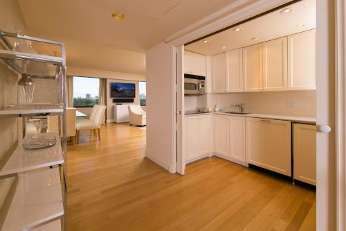 Magnificent Central Park South One Bedroom Apartment Photo