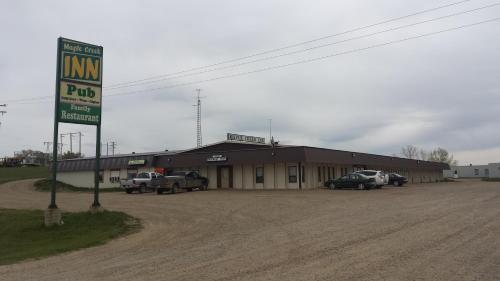 Maple Creek Motor Inn Photo