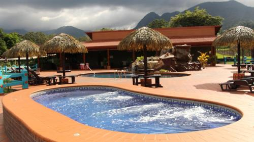 Hotel La Pradera del Arenal Photo