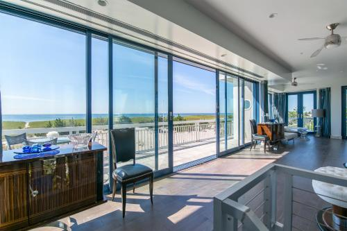 Breathtaking 2 Bedroom Westhampton Beach House with amazing views Photo