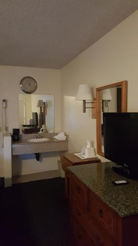 Travelodge Indio Photo