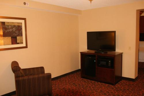 Hampton Inn Cleveland-Downtown Photo
