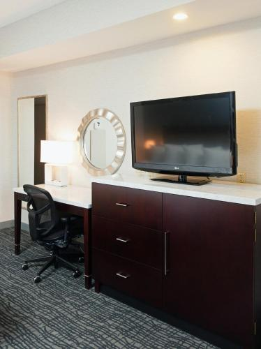 Crowne Plaza Hotel Springfield Photo