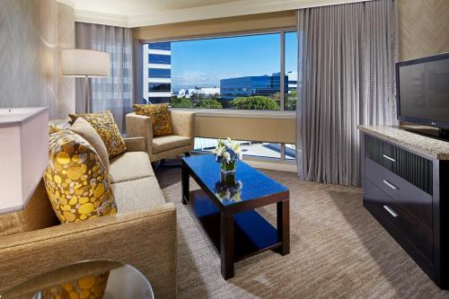 DoubleTree by Hilton LAX - El Segundo Photo