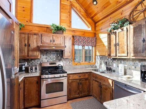 Number 15 Gorgeous Lakeview Village Lodge - Big Bear City, CA 92315