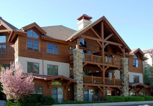 Lodge at Brookside Avon Village