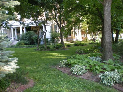 Beall Mansion An Elegant Bed & Breakfast Inn Photo