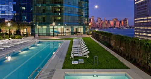Dharma Home Suites JC at Paulus Hook Photo