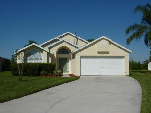 Weston Hills Three-Bedroom House 15751 Photo