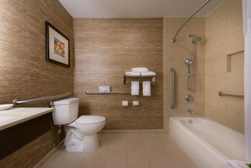 Holiday Inn Express Hotel & Suites Pasadena-Colorado Boulevard Photo