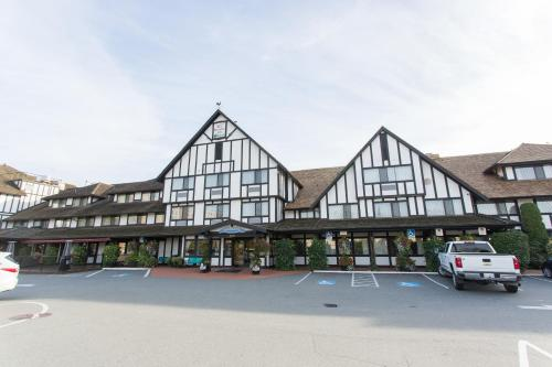 Abercorn Inn Vancouver Airport Photo