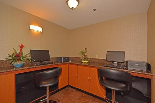 Best Western Plus Suites Hotel photo 18