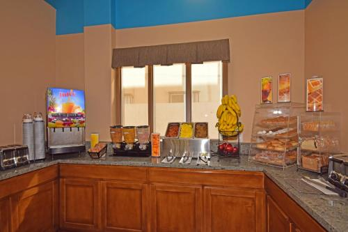 Best Western Plus Suites Hotel - LAX photo 24