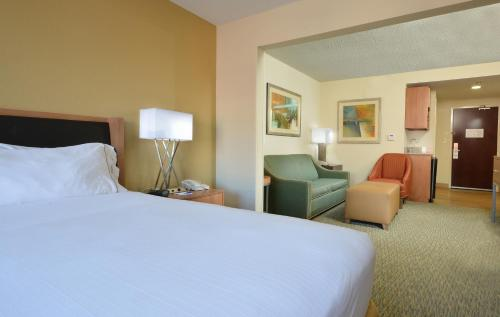 Holiday Inn Express Hotel & Suites High Point South Photo