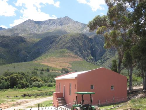 Swartberg Backpackers Photo