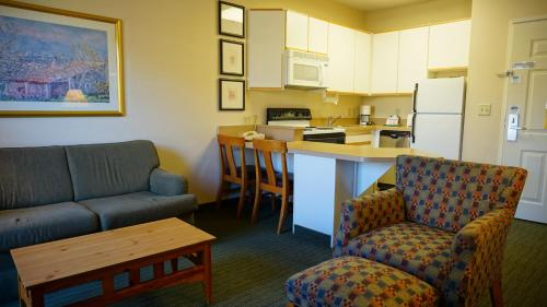Crestview Suites Wichita Photo