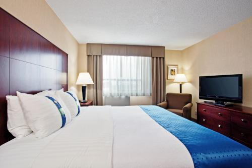 Holiday Inn & Suites Winnipeg Downtown Photo