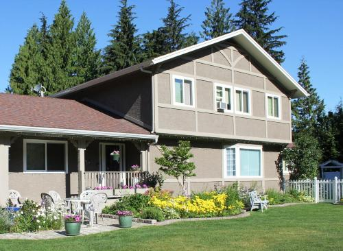 Alpenrose Revelstoke Bed & Breakfast Photo