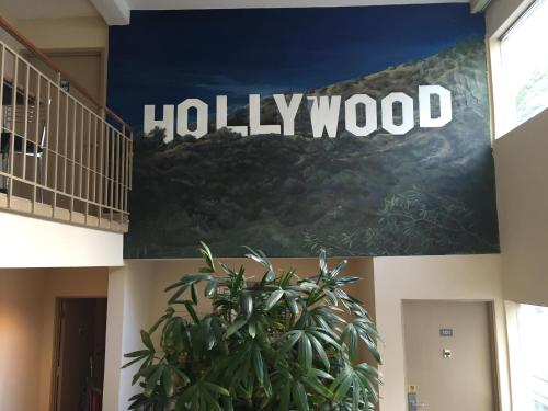 Hollywood Orchid Suites Photo