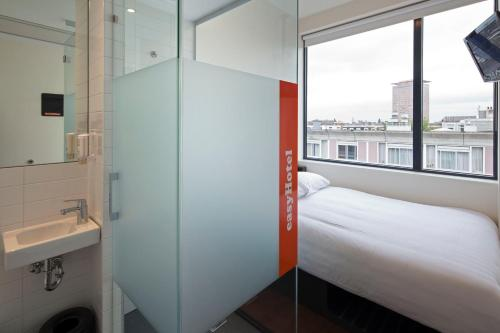 easyHotel Amsterdam City Centre South photo 5