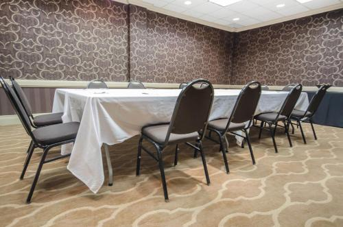 Clarion Hotel Conference Center Louisville North Clarksville Photo