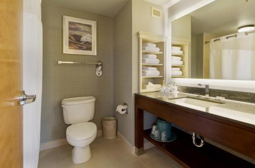 Holiday Inn Express Hotel & Suites Warwick-Providence Airport Photo