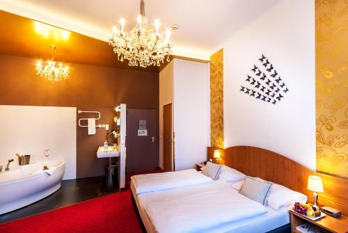 Boutique Hotel Donauwalzer photo 72
