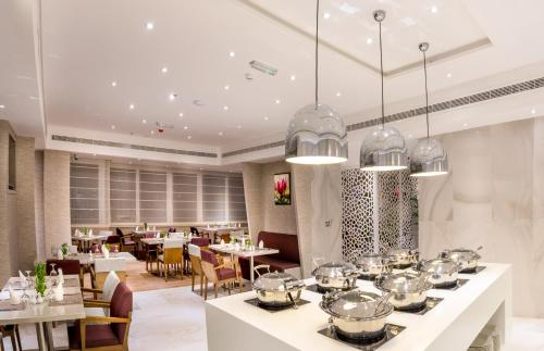 Hawthorn Suites by Wyndham Abu Dhabi City Center photo 2