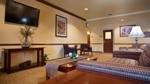 Best Western El-Quartelejo Inn & Suites Photo