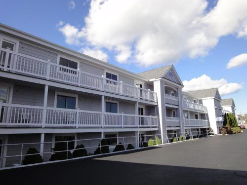 Hyannis Travel Inn Photo