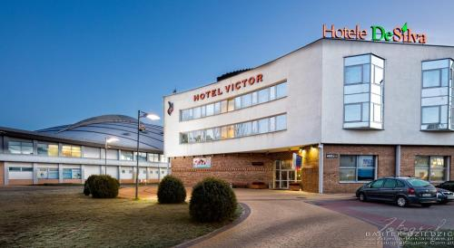 Hotel Victor Pruszkow by DeSilva - фото 0
