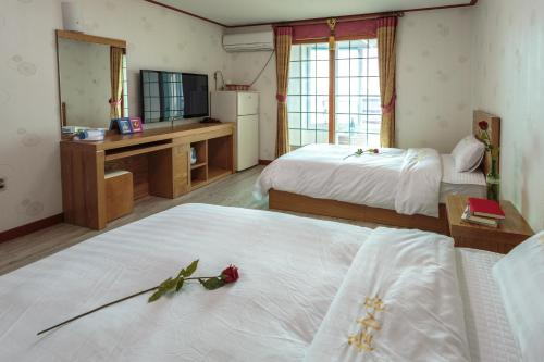 http://www.booking.com/hotel/kr/seomsarang.html?aid=1728672
