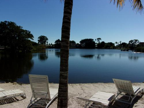 Marco Island Lakeside Inn Photo