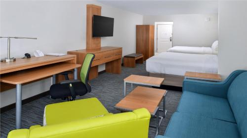 Holiday Inn Express & Suites Lexington Photo
